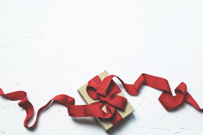 box-flatlay-gift-697224.jpg